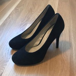 BCBG black pump sz 8.5